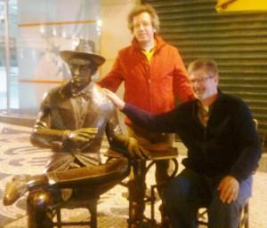Luis and I greeting Fernando Pessoa